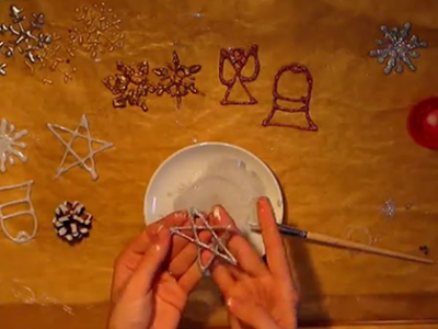 Ako spraviť vianočné ozdoby z tavnej pištole