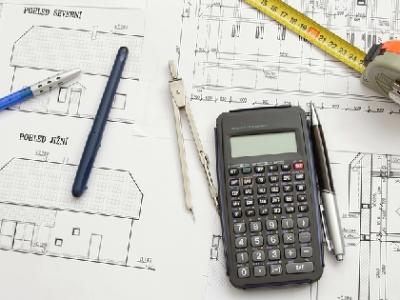 Katalógové projekty rodinných domov: Kedy sa odporúča uprednostniť ich pred projektom na mieru?