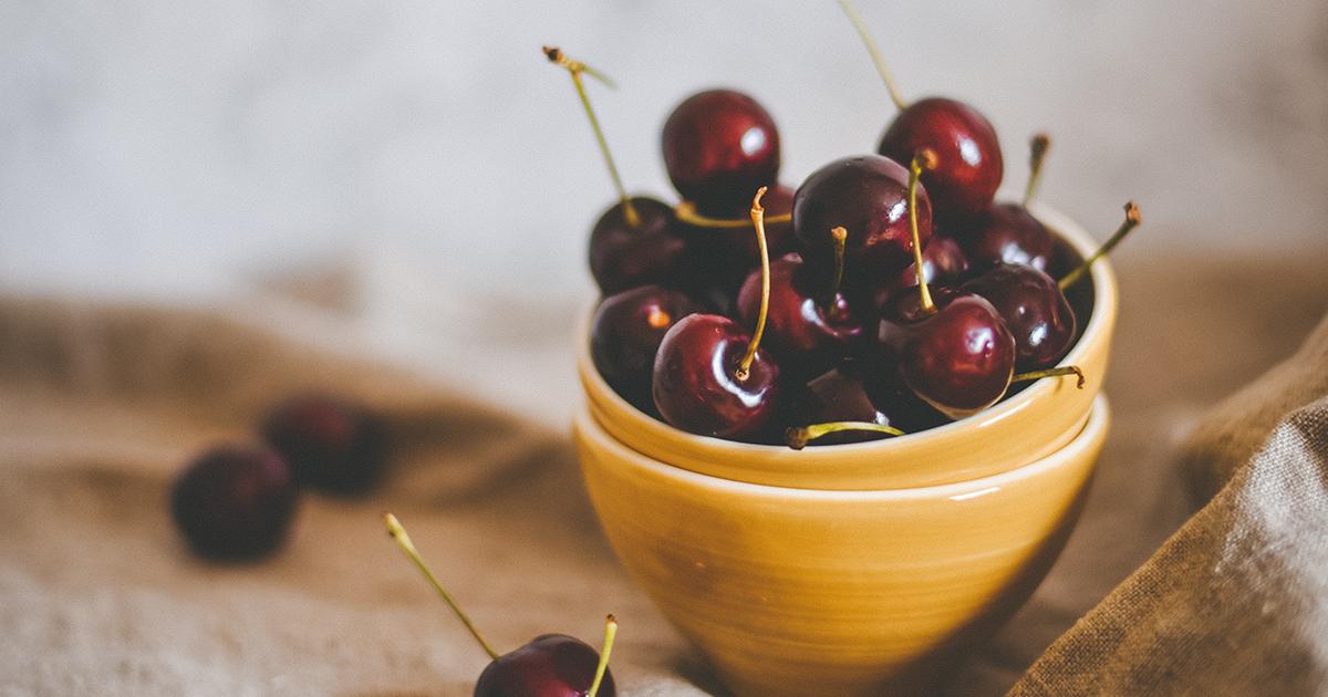 Ako odkôstkovať čerešne na kvas
